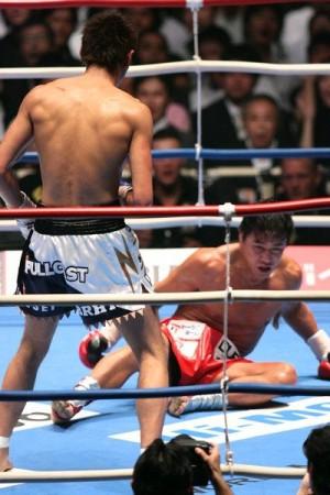 VS魔裟斗戦でダウンを奪うも惜敗(c)スポーツナビ